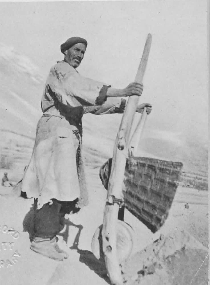 Le seul type de véhicule à roue au Hunza : une brouette