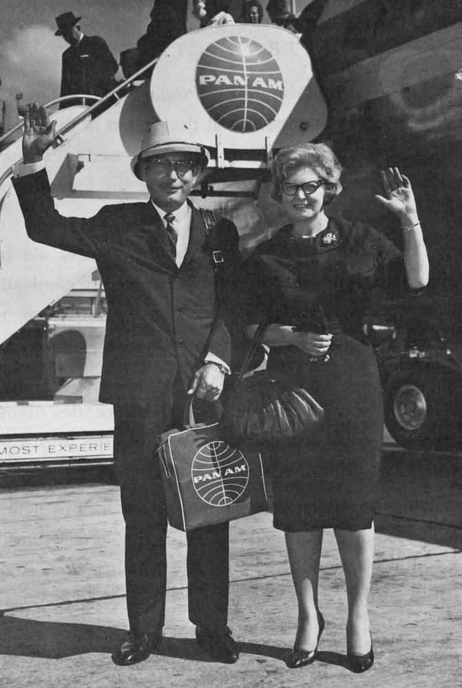 Hunza - Dr. Hoffman et sa charmante femme Trudie à leur arrivée à Kennedy Airport