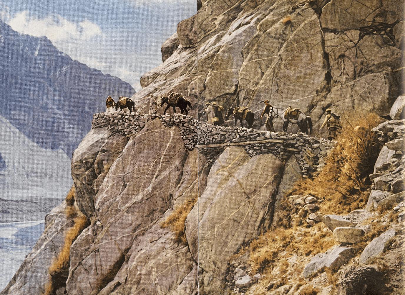 Hunza - Un rafik (route bâtie) sur la route de Gilgit au Tukestan chinois