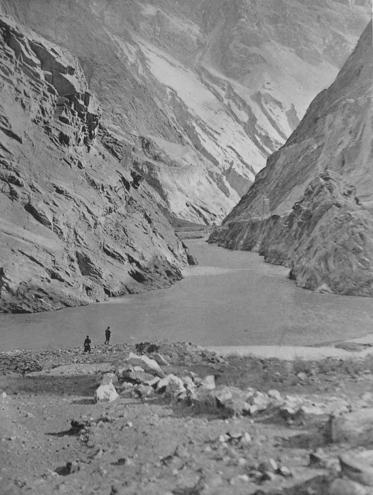 Hunza - Vue de la gorge du fleuve Hunza à mi-chemin d'Aliábád
